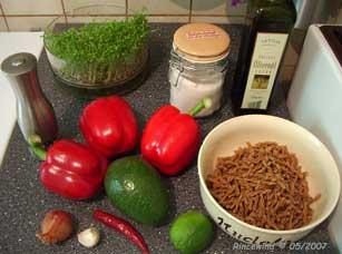Zutaten für Pasta mit Paprika und Avocadocreme